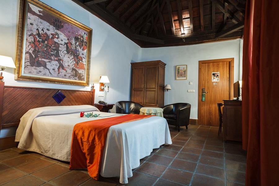 Habitaciones Dobles con bañera de hidromasaje en Granada en Casa Palacio Pilar del Toro
