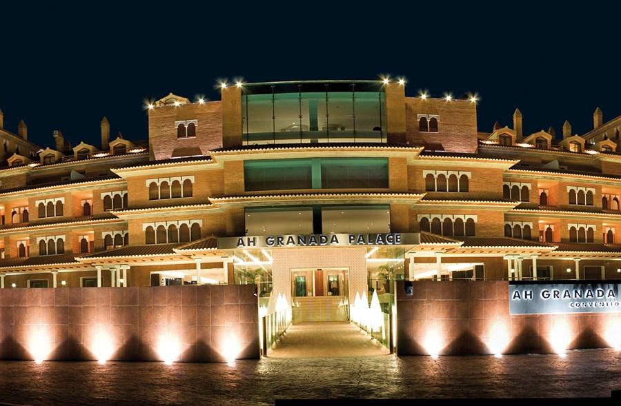 Granada Palace destino con jacuzzi en la habitacion en Monachil provincia de Granada