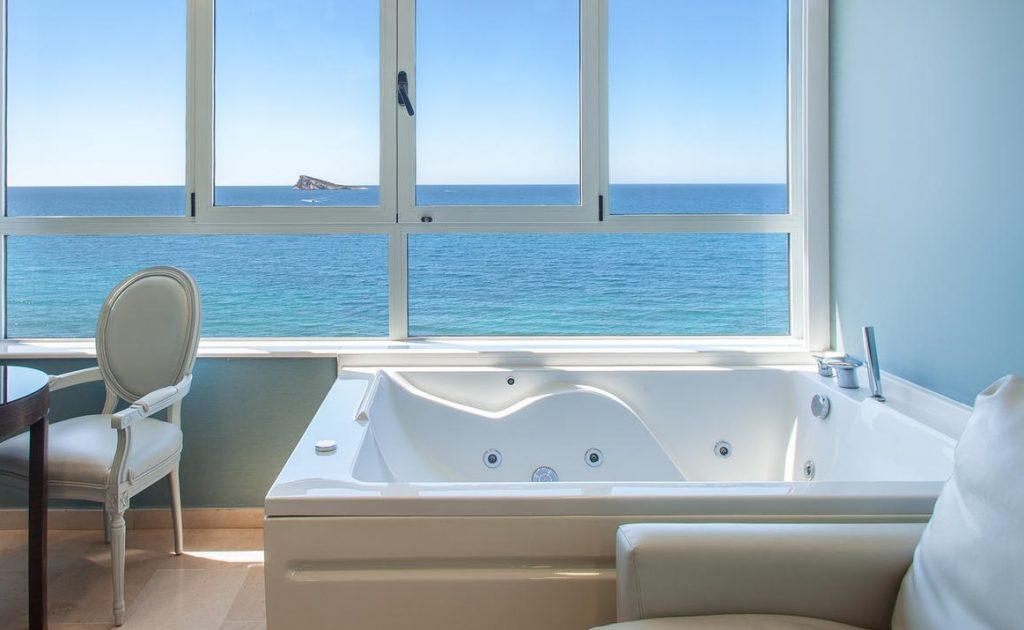 Vistas al mar desde la habitación doble con jacuzzi