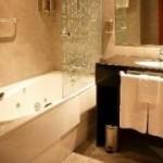 Habitacion con bañera de hidromasaje hotel Galbis