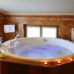 Jacuzzi de la Suite Junior del Hotel El Juglar