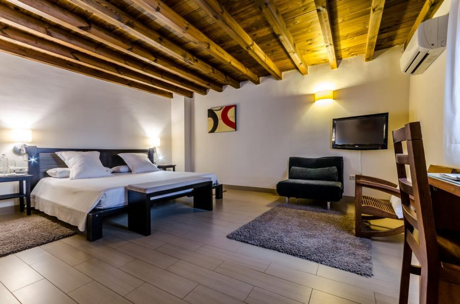 Suites con jacuzzi en el Hotel Abentofail a una hora de Granada en la poblacion de Guadix