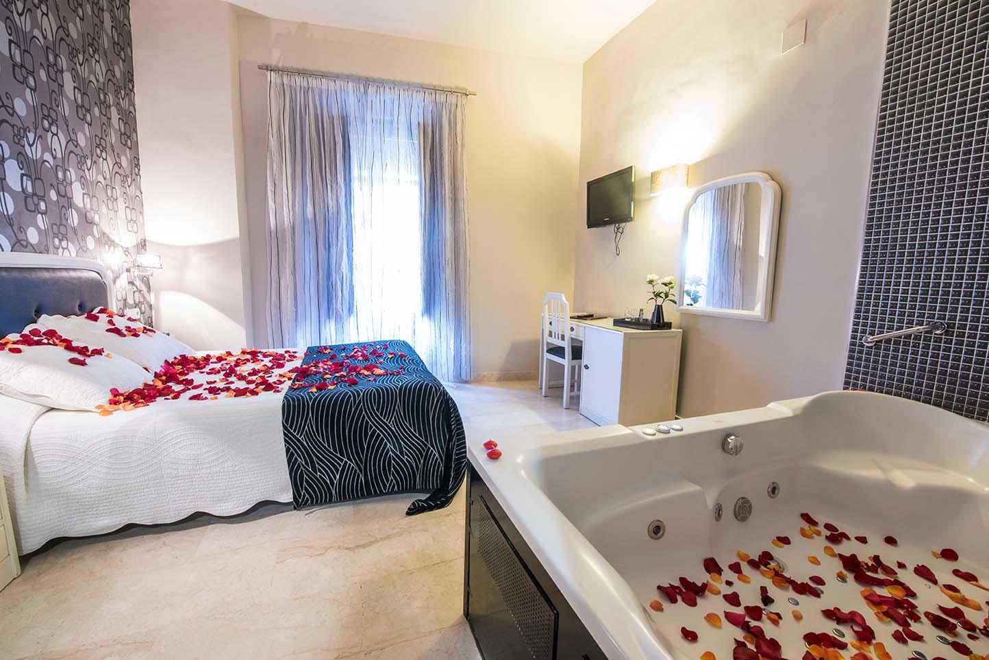 Hotel las Nieves en el centro de Granada donde puedes disfrutar de un jacuzzi privado