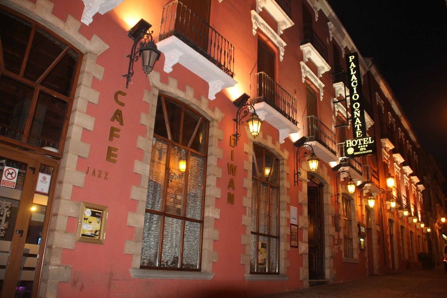 Habitaciones con jacuzzi para tu escapada en pareja en pleno centro de Granada