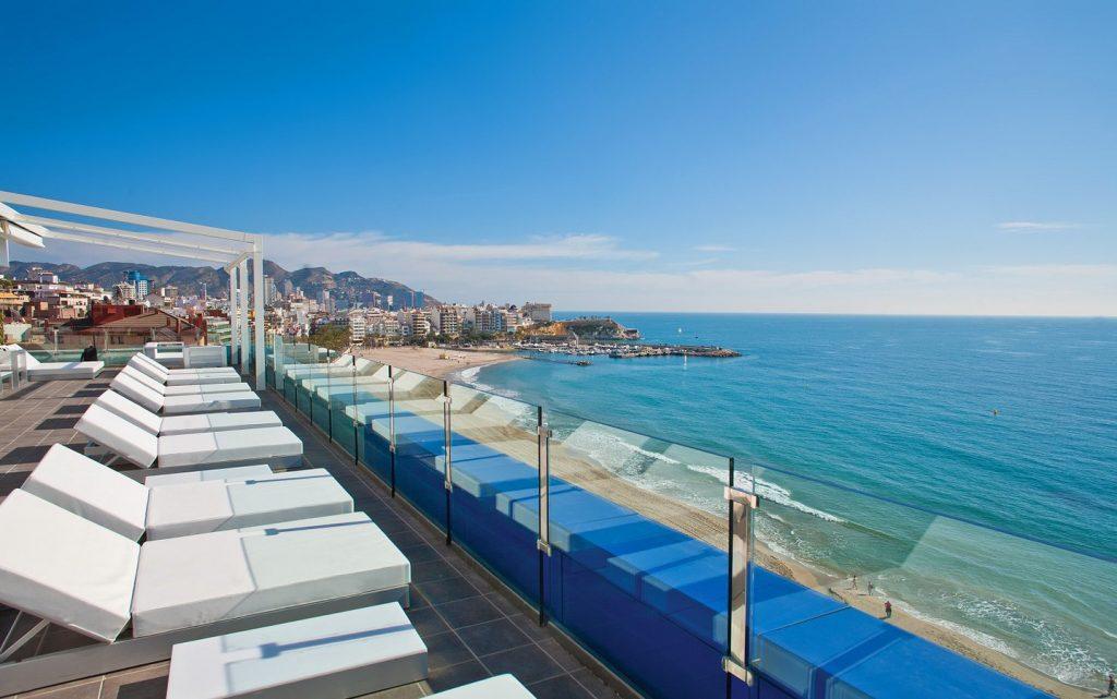 Hotel en primera línea de la Playa en Benidorm donde podemos disfrutar de jacuzzi privado